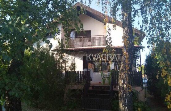 Komforna četvorosobna  kuća u Željezničkom naselju!!!