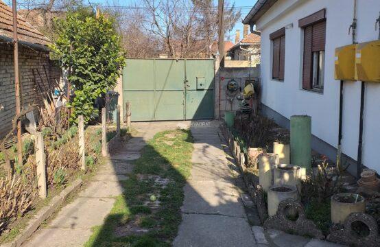 Novo selo, kuća sa zajedničkim dvorištem!!!