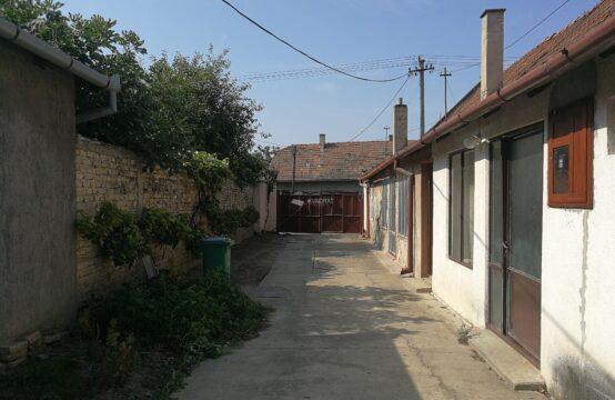 Novo selo, dvojna kuća sa zajedničkim dvorištem!!!