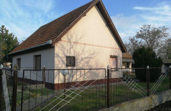 Mali Radanovac, prizemna samostalna kuća!!!