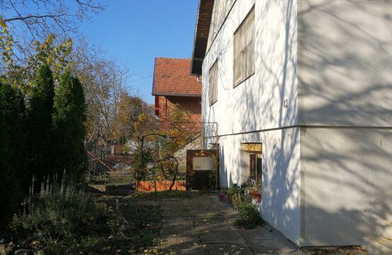 Mali Radanovac, prizemna samostalna kuća sa suterenom!!!