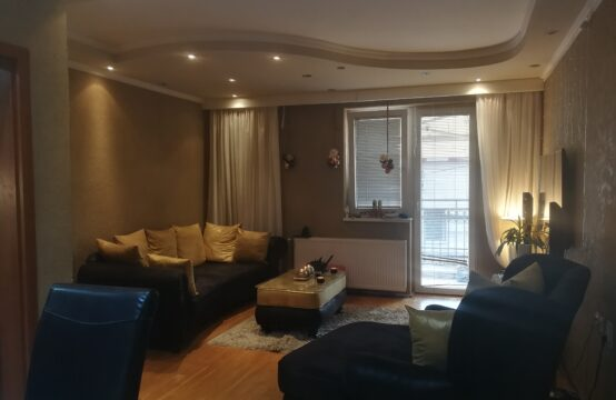 Centar II, četvorosoban stan na prvom spratu!!!