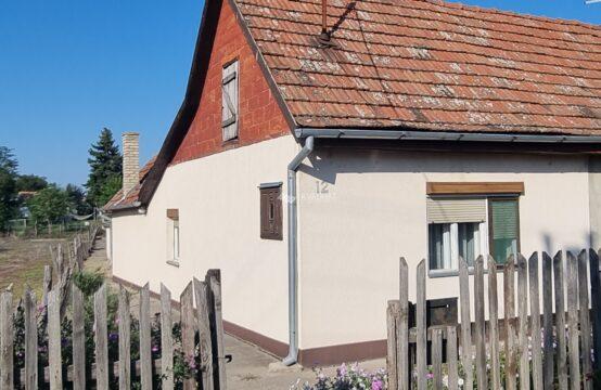 Željezničko naselje, dvojna kuća!