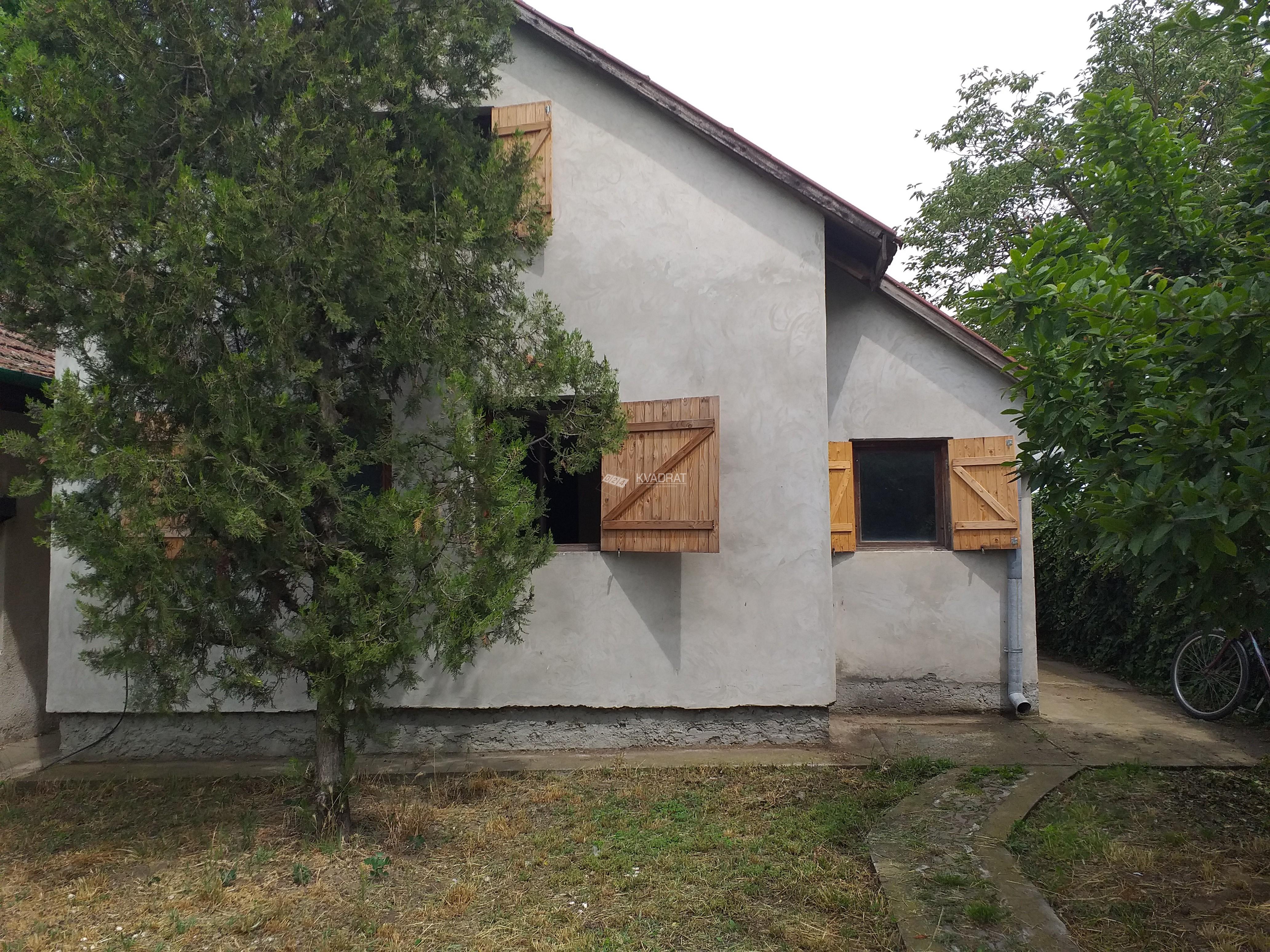 Palić, prizemna samostalna kuća sa potkrovljem!!