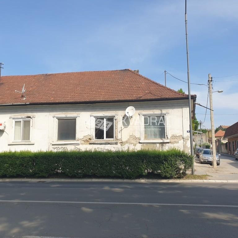 Centar I, Kuća sa zajedničkim dvorištem!