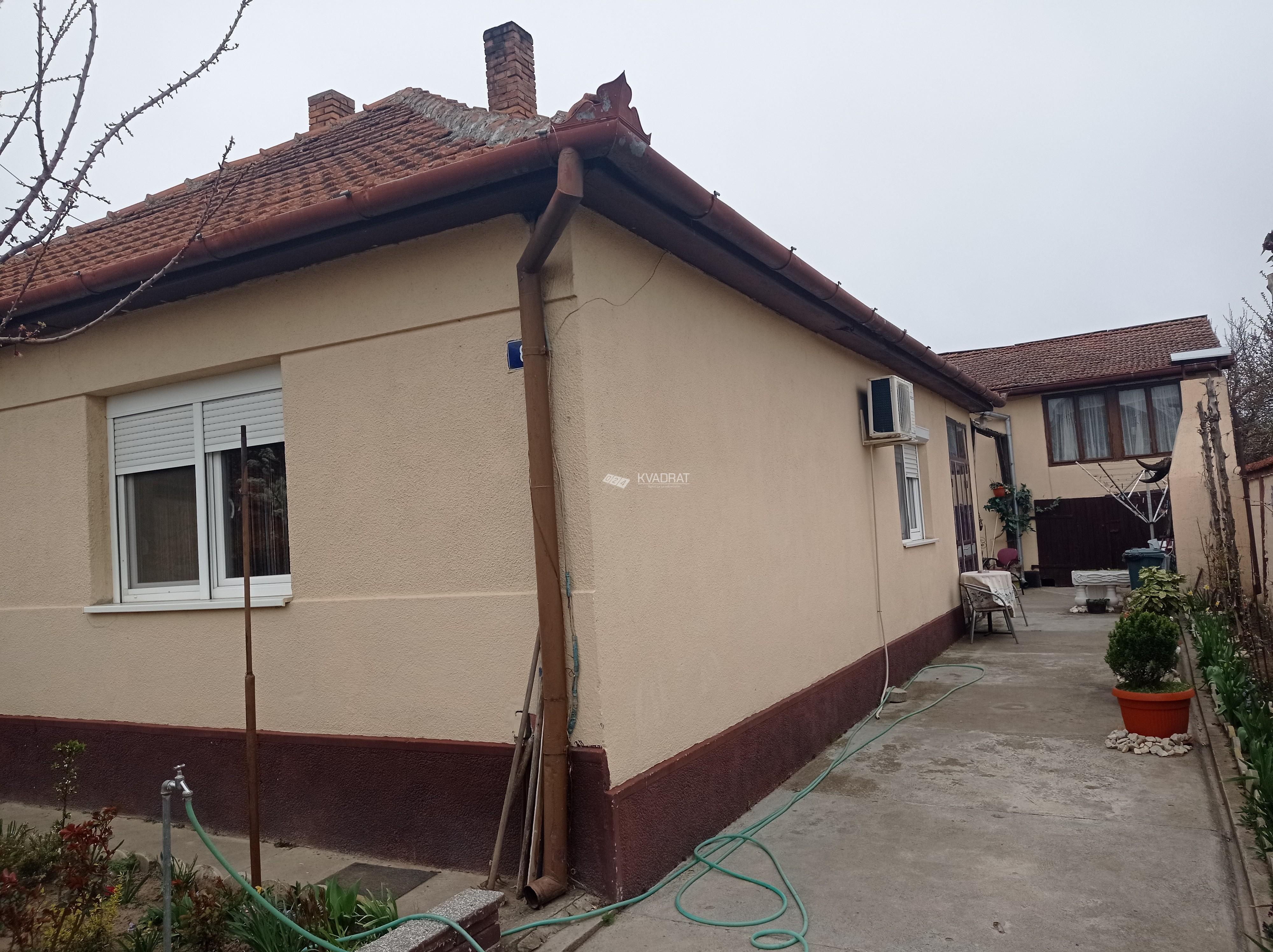 Mali Bajmok, dve kuće na jednom placu!
