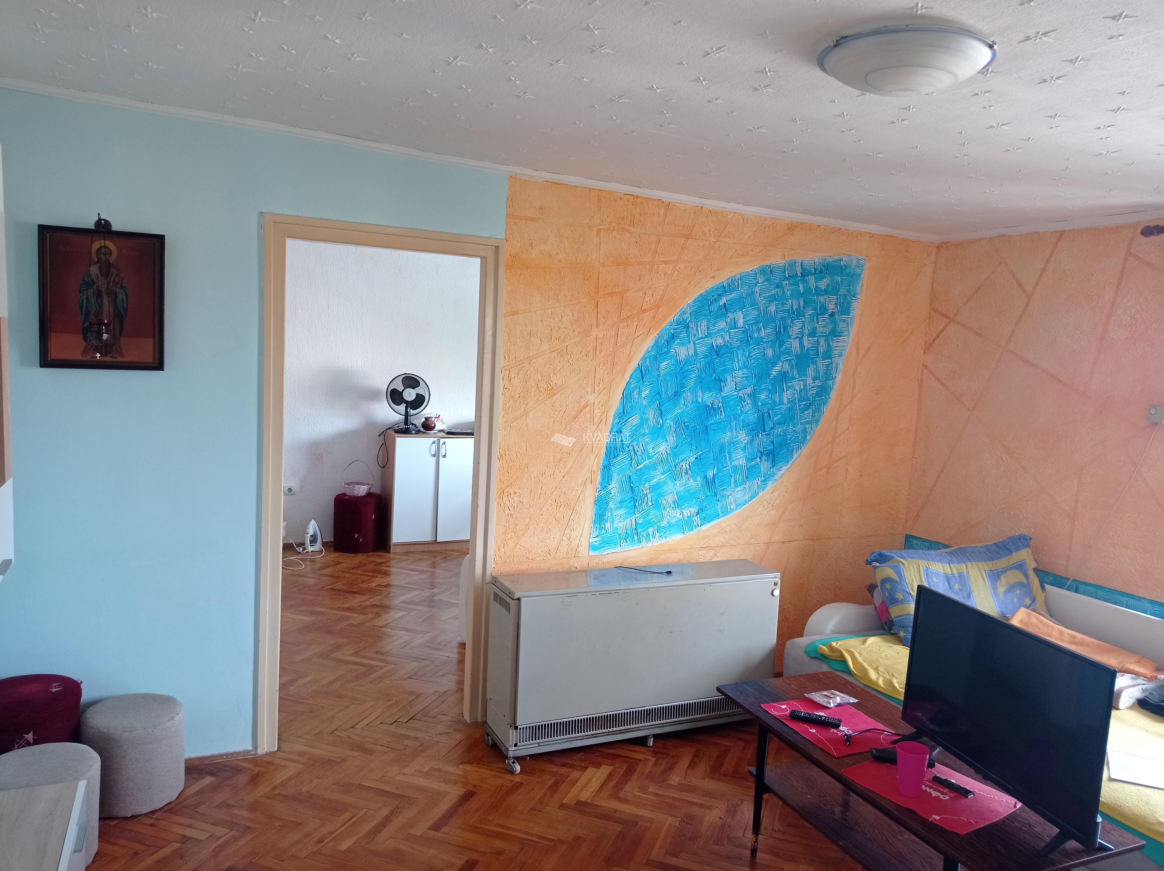 Centar 3, dvosoban stan na četvrtom spratu!