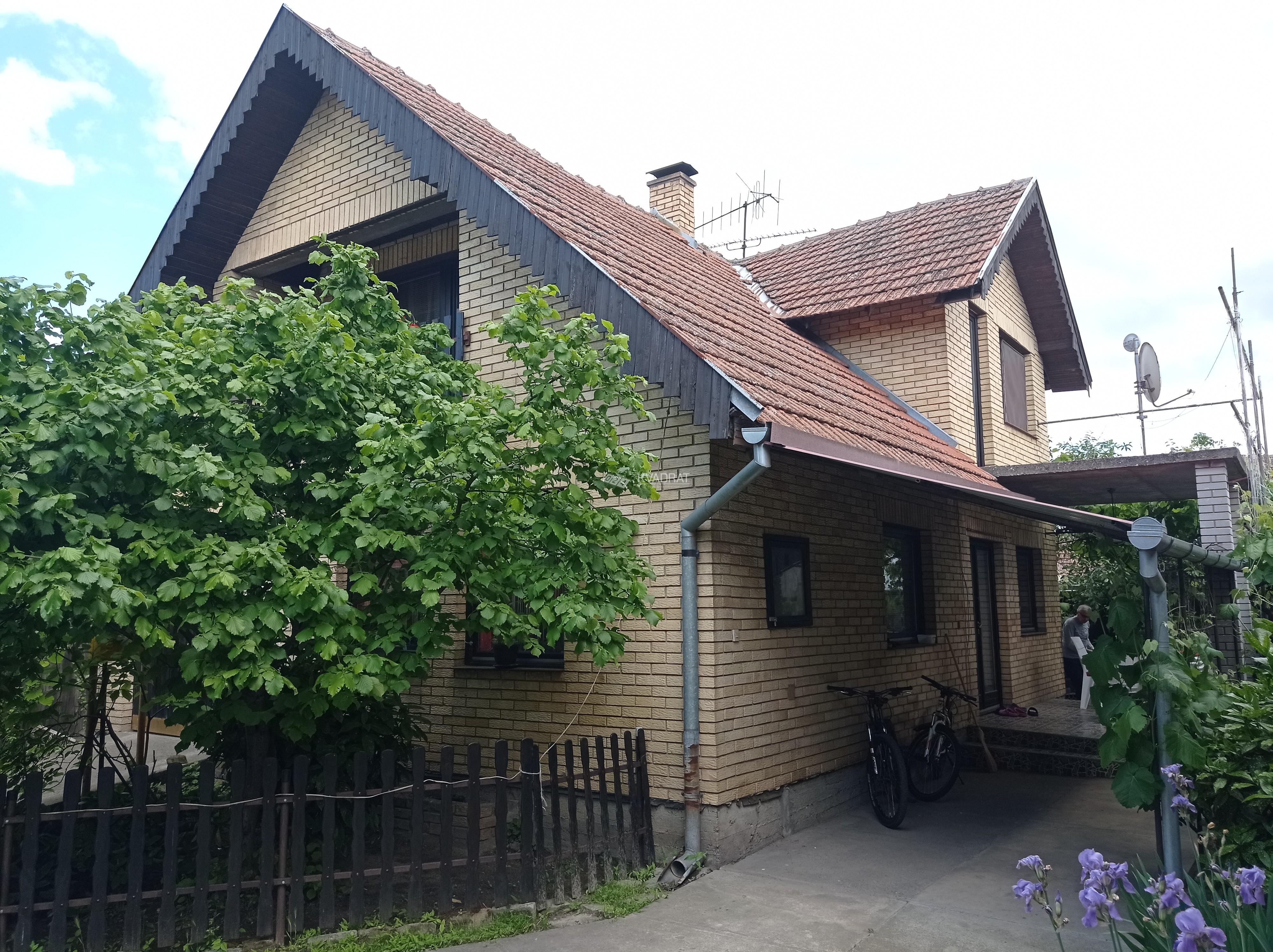 Radijalac, prizemna samostalna kuća sa potkrovljem!